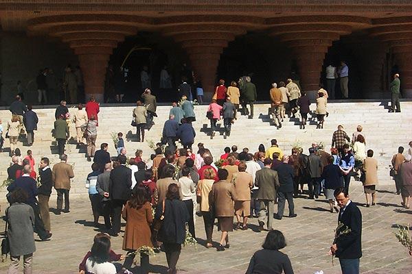 Participantes en la bendición de los ramos